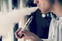 E-Cigarette-Electronic_Cigarette-E-Cigs-E-Liquid-Vaping-Cloud_Chasing_(15728980613)